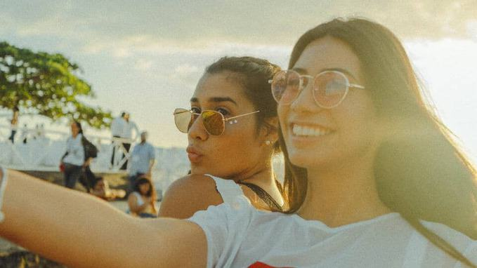 2-girls-taking-selfie