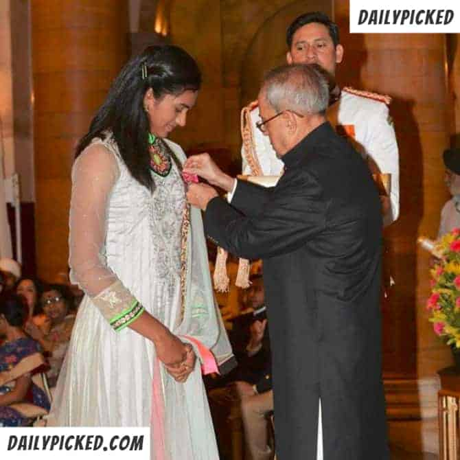 pv-sindhu receiving award from indian president