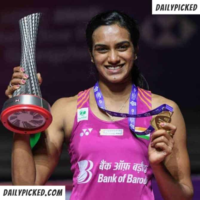 pv sindhu holding winning cup