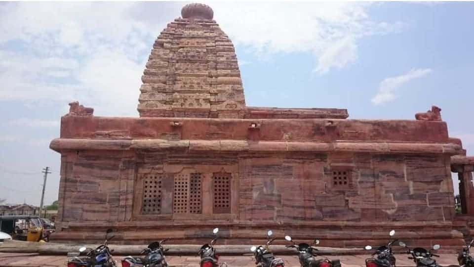 alampur jogulamba temple bike parking